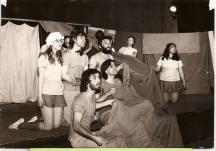 Студентска постановка във ВИТИЗ - Марта е на снимката крайната вляво, а Владо - на първия ред вляво