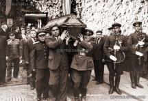 Вълко Червенков носи ковчега на Георги Димитров. Зад него е маршал Ворошилов. Снимка - сайтът Изгубената България