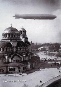 Полетът на цепелина над София. Снимка - архив Стара София