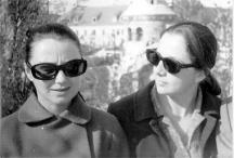 Двете актриси приятелки от Сатирата - Невена Коканова и Цветана