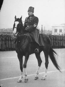 Маршал Климент Ворошилов успял да напие българския лидер
