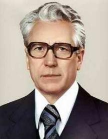 Министърът на културата на СССР Пьотр Демичев бил главният цензор на творчеството на Распутин