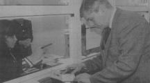 Шефът на Комитета за пощи и далекосъобщения Любомир Коларов даде пример в информационно-разяснителната кампания по приватизацията, като си купи бонова книжка сред първите.