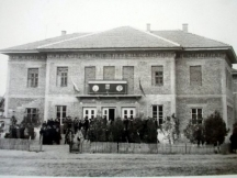 Снимка за спомен пред новооткритата читалищна сграда 22 февруари 1959 год.