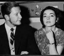 Снимка от преди десетилетия: Симеон гледа влюбено Маргарита