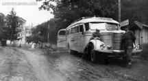 Българските войници били свалени от автобус като този