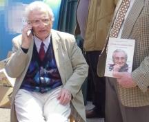 93-годишният Анжел Вагенщайн се видя очи в очи със своите читатели в парка
