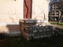 Южната врата на черквата