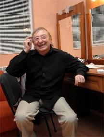 Актьорът в гримьорната си в Сатиричния театър. Снимка: www.24chasa.bg