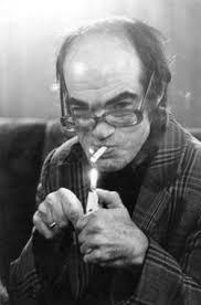 С неизменната цигара