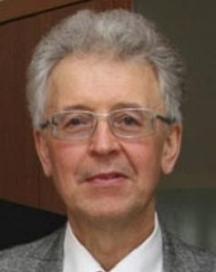 Валентин Юриевич Катасонов е роден през 1950 г. Завършил е МГИМО през 1972 г. Професор от катедрата по международни финанси на МГИМО, доктор на икономическите науки, член-кореспондент на Академията за икономически науки и предприемачество. В периода 2001-2011 г. е завеждащ катедрата по международни валутно-кредитни отношения в МГИМО (У) на МИД на Русия. В 1991-1993 г. е консултант към ООН (департамент за международни икономически и социални проблеми). В 1993-1996 г. е член на Консултативния съвет при президента на Европейската банка за реконструкция и развитие (ЕБРР). През 1995-2000 г. е заместник-директор на Руската програма за организиране на инвестициите за възстановяване на околната среда (проект на Световната банка по управление на околната среда). Специалист в областта на икономиката на използването на природата, международното движение на капитали, проектното финансиране, управлението на инвестициите. Председател на Руското икономическо общество «С. Ф. Шарапов». Автор на десет монографии, сред които: «Великая держава или экологическая держава?» (1991), «Проектное финансирование как новый метод организации инвестиции в реальном секторе экономики» (1999), «Бегство капитала из России» (2002), «Бегство капитала из России: макроэкономический и валютно-финансовые аспекты» (2002) и други.