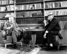 Георги Стойчев (вдясно) интервюира поета Павел Матев