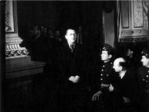 Уникална снимка: Костов говори пред съда във Военния клуб - само ден след произнасянето на смъртната присъда той е обесен.