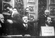 Българската делегация на Парижката мирна конференция. Първият вляво е ръководителят на делегацията - външният министър Васил Коларов.