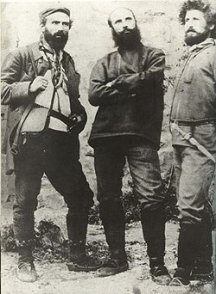 Яне Сандански (в средата) заедно със свои другари комити