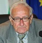 Бащата на Николай Овчаров също е известен археолог - проф. Димитър Овчаров, вече покойник.