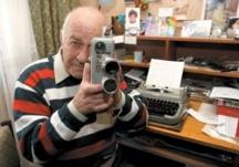 Кирил Писарски и днес не се разделя с камерата си
