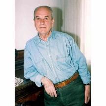 Дико Фучеджиев - тогавашният директор на Народния театър и партиен секретар на СБП