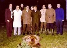 Тодор Живков с готвача бай Данчо (с бялата престилка). Снимката е правена след успешен лов на Живков