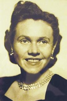 Г-жа Юджийн Андерсън – посланик на САЩ у нас от 1962 до 1964 г. Тя следила много зорко 7-дневното посещение на Никита Хрушчов в България през 1962
