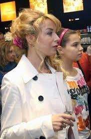 Мира Добрева с дъщеря си Лора. Снимка Ани Петрова, вестник