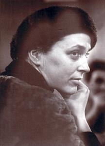 Съпругата на Дамянов и спътничка в лириката - поетесата Надежда Захариева