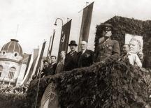 На снимката личат част от превратаджиите - виждат се Кимон Георгиев и Дамян Велчев