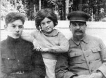 Сталин със децата си Василий и Светлана