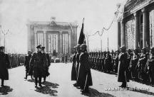 Край войнишния мемориал навремето са ставали церемониите на армията