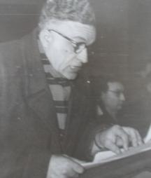 Иван Качин - председател на общинския народен съвет с. Мокреш чете доклад 1959г.