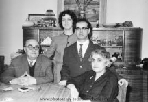 Дамян и Надя с родителите на поета. Фотоархив Тодор Славчев.