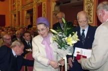 Тържество за 90-годишнината на адмирала. До него е вярната му спътница в живота оперната прима Благовеста Карнобатлова-Добрева