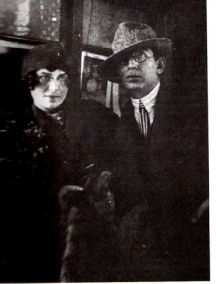 Гео Милев със съпругата си Мила. Ще се събудят ли Вежди Рашидов и русенските управници за 120-годишнината на поета?