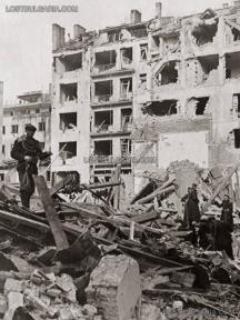 """Разрушена сграда на улица """"Стефан Караджа"""" в София, март 1944 г."""