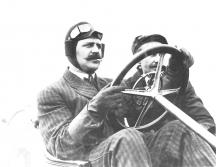 Водачите сядали зад волана с ръкавици, шлем и очила
