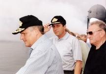 Президентите на Полша и България Квашневски и Първанов. До тях е преводачът.