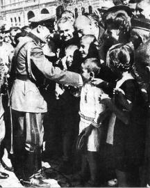 Цар Борис се среща с гражданите на Скопие, в годините когато Вардарска Македония административно е в територията на България.
