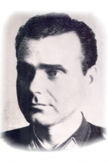 Полковникът от съветската армия Кирил Игнатов след войната станал шеф на българския Червен кръст