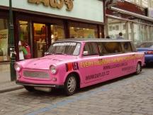 От 2-3 тунинговани трабанта става ослепителна лимузина - при това в розово.