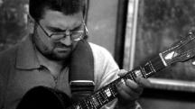 Китаристът Шибил Бенев
