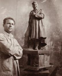 Крум Дерменджиев в ателието си
