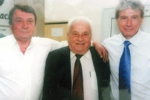 С двамата си синове - бившият правосъден министър Младен Червеняков (вляво) и проф. Александър Червеняков (вдясно)