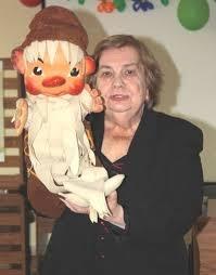 Актрисата с любимата си кукла Педя човек