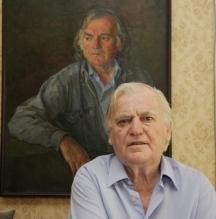 Тончо Русев пред своя портрет