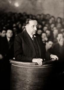 Филов пред състава на Народния съд, където е осъден на смърт
