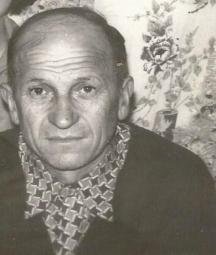 Кирил Кертин (вече покойник) от с. Мокреш - цялото семейство са помагачи и ятаци на партизаните от Ломския край. Снимката се публикува за първи път.