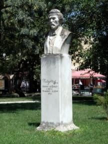 Паметникът на даскала театрал в Лом