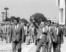 В Благоевград Тодор Живков навремето произнесе култовата си реч срещу Югославия. Снимката е от посещението на дипломатическия корпус в града. Вляво от него е първият секретар на ОК на БКП Лазар Причкапов