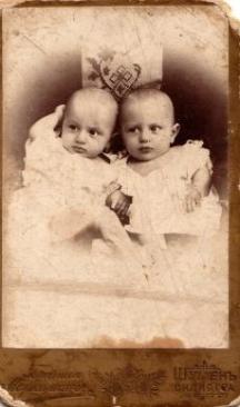 Една от първите снимки на братята Владигерови