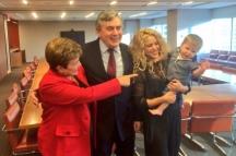 Българският комисар Кристалина Георгиева на среща с Гордън Браун и Шакира